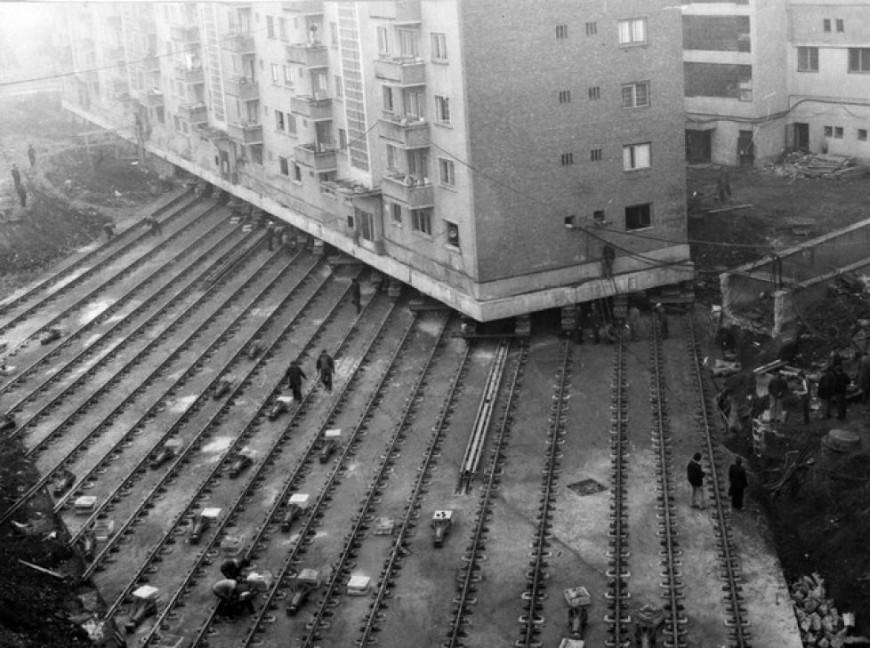 Déplacement d'immeuble en Roumanie - 1987